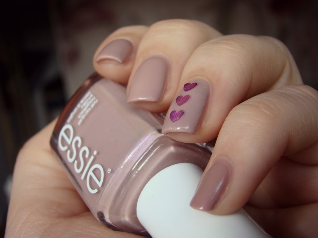 Nude Nails Hearts essie Demure Vix
