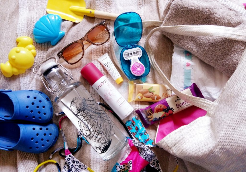 Whats in my Beach Bag Venus Snap