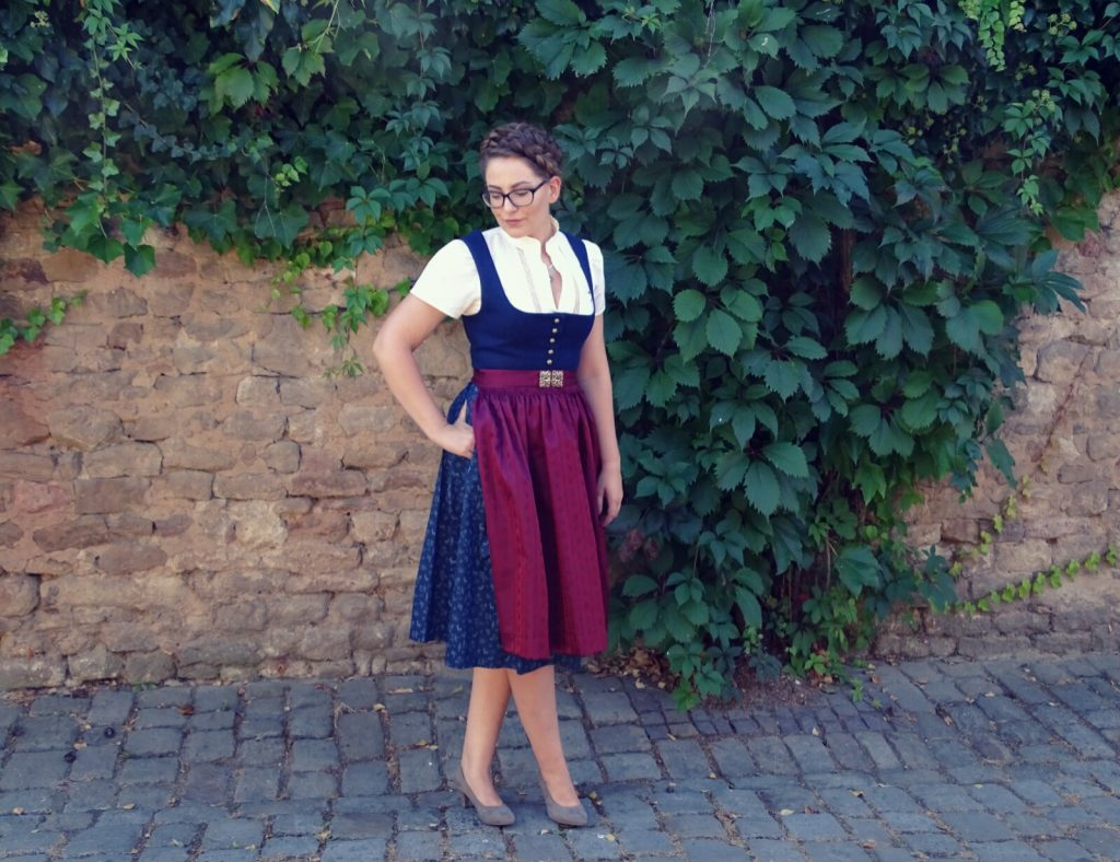 dirndl-traditionell-angermaier-trachten
