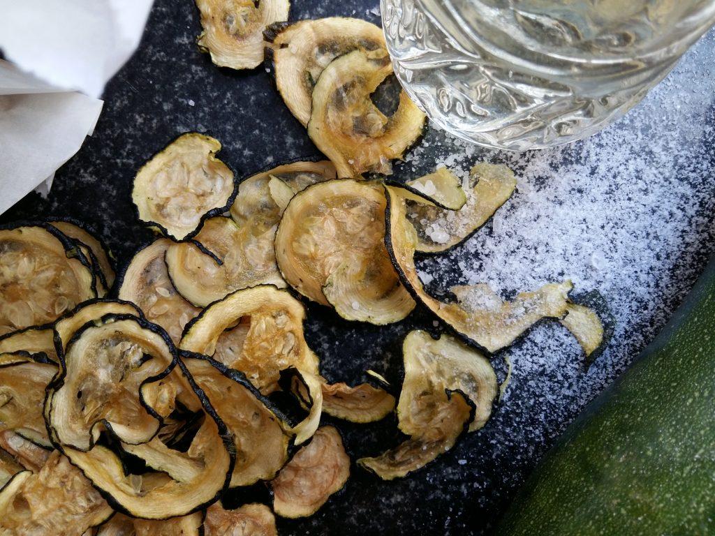 Salt & Vinegar Zucchini Chips dörren Zucchinichips-005