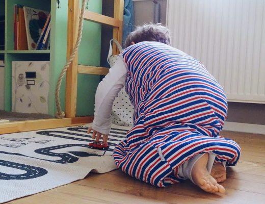 gute nacht unser schlafsack hat f e bekommen. Black Bedroom Furniture Sets. Home Design Ideas