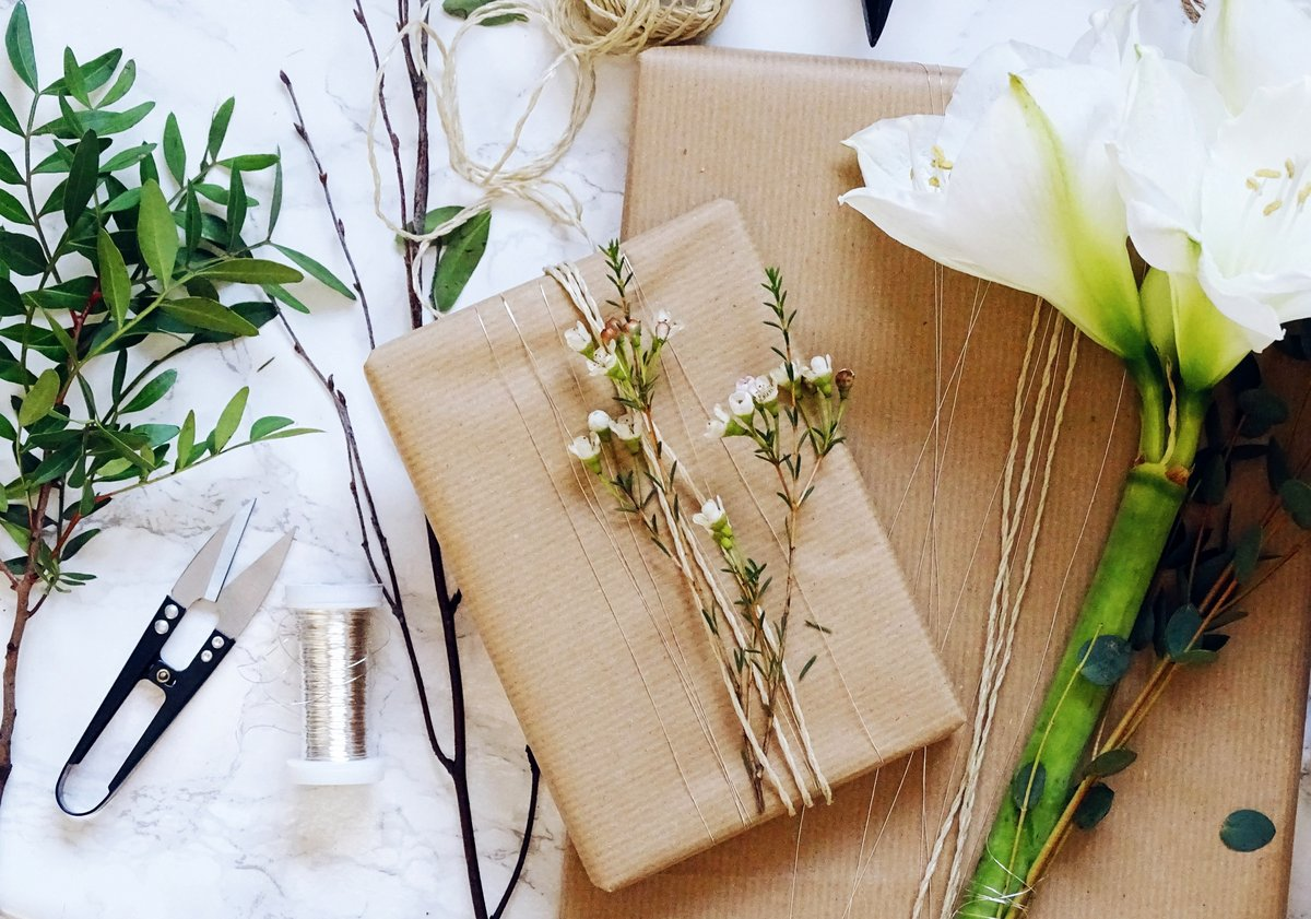 Weihnachten   Geschenke verpacken – Blumengrüße mal anders