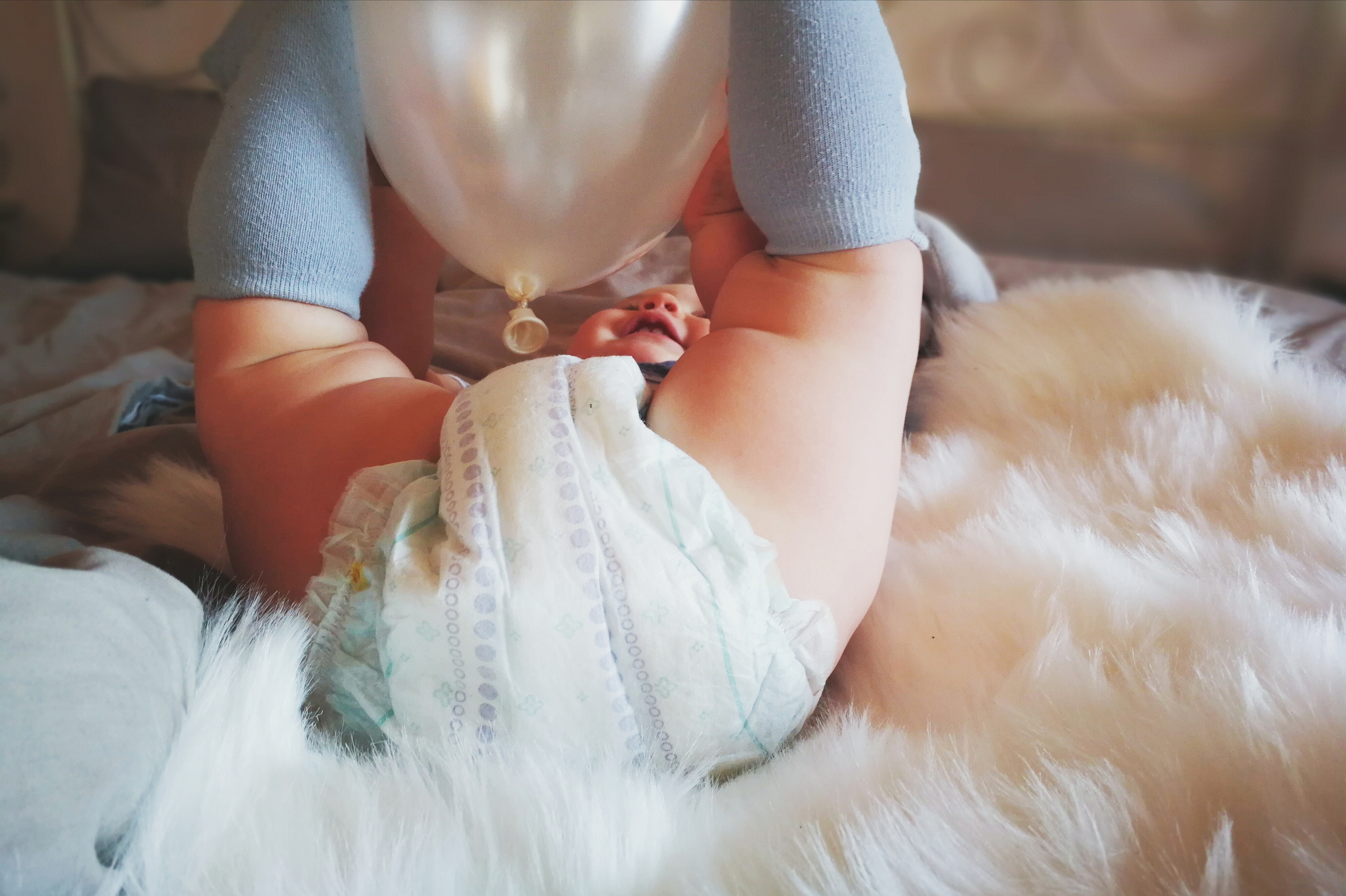 Treten bei Ihrem Kind immer wieder mal Schmerzen in den Beinen zur abendlichen meine Tochter ist 15 Jahre alt und hatte letzte Nacht Wachstumsschmerzen, musste ich Arme und beine immer wieder strecken und wieder anziehen.